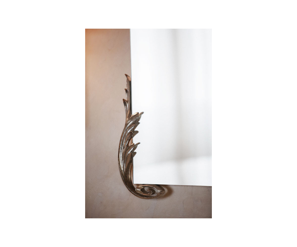 Gentry home arlene espejo con marco madera color plata for Espejos con marco color plata